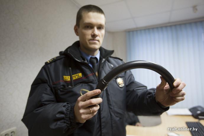 Резиновая палка: полицейская дубинка